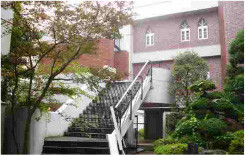レンガ張りの校舎